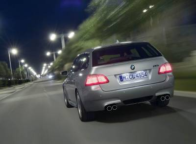 m5_e61_rear_night