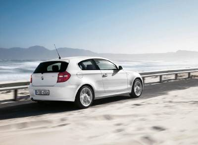 1series_3door_rear_sky