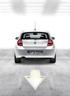 1series_3door_arrows_rear